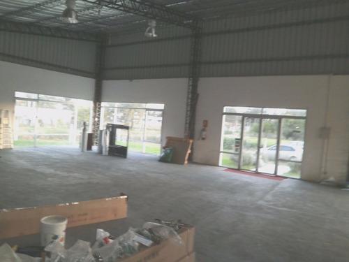 *** alquilado ***  gran galpón nuevo de 200 m2 en 880 m2!