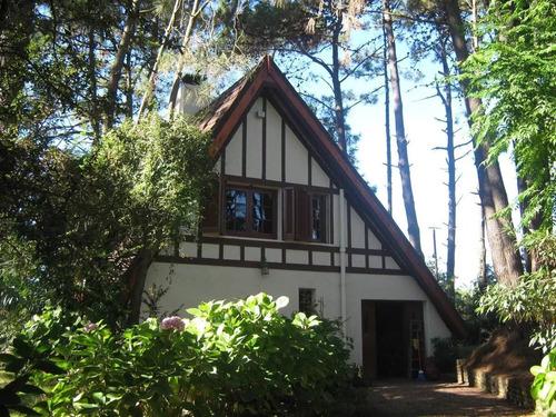 * hermosa casa de 2 plantas en el pinar!!
