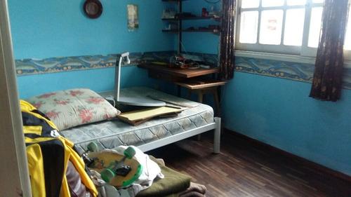 1 casa de 3 dorm mas 1 de 1 dorm  en muy buen estado
