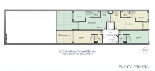 1 dormitorio con patio y garage