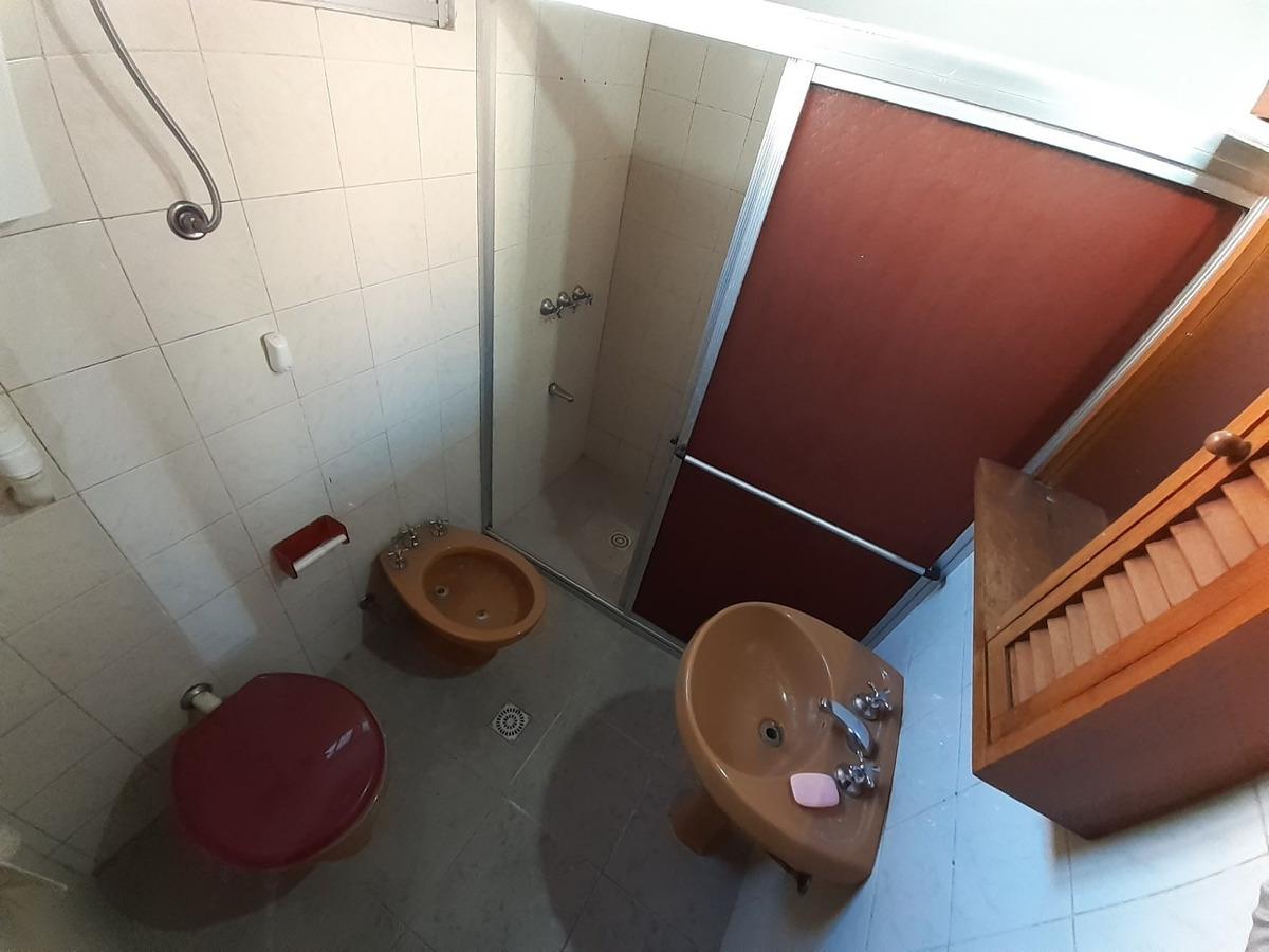 1 dormitorio en malvín sin gastos comunes! próximo a rambla!