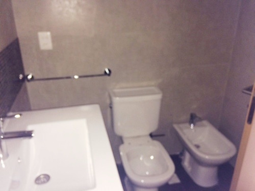 2 dormitorios. 2 baños. a 5 cuadras de la rambla.