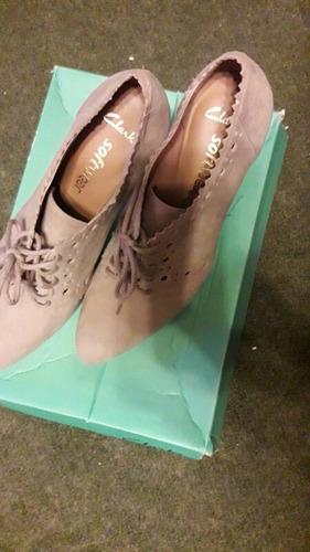 2 pares de zapatos