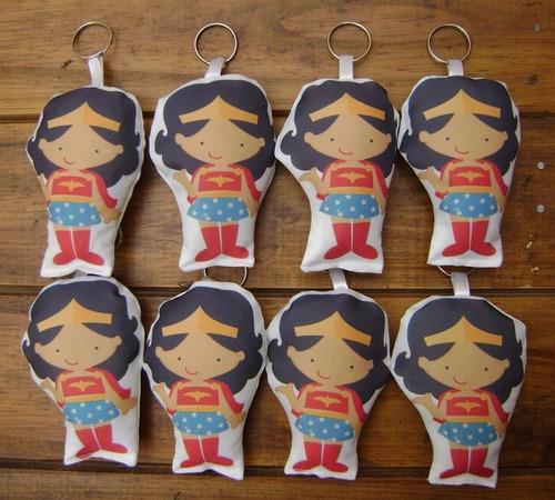 25 llaveros mujer maravilla souvenir wonder woman muñeca