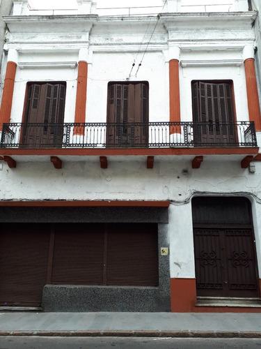 26 habitaciones con baño mas local comercial en ciudad vieja