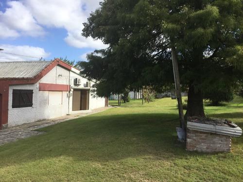 3 casa, 3 galpones, oficinas, 3 garajes, piscina y más.