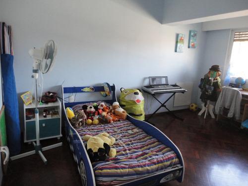 4 dormitorios , proximo al mar