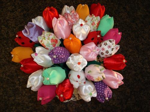 70 tulipas em tecido (lembrancinha)