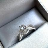 Anillo De Compromiso Con Zafiro Blanco Y Diamantes 6699 Cdo