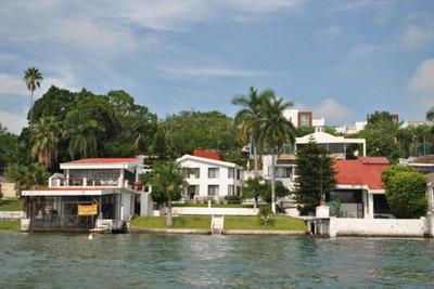 Tequesquitengo Casa A La Orilla Del Lago En Renta Y Venta