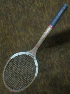 Raqueta De Tenis Dunlop Antigua En Madera, Muy Buen Estado.