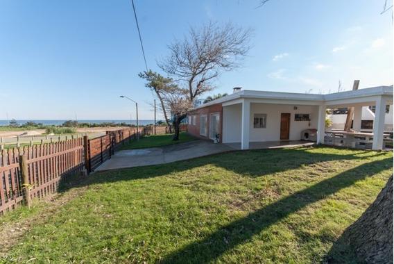 Punta Del Este, Playa Mansa, Chalet De 2 Dormitorios Y 2 Baños Con Linda Vista Y Buen Entorno.-ref:41070