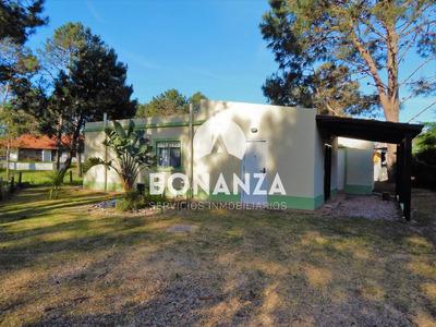 Casa En Venta, Piriápolis, Punta Colorada, 700 M De Playa.