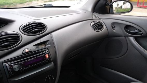 Ford Focus 1.8 Lx 2001