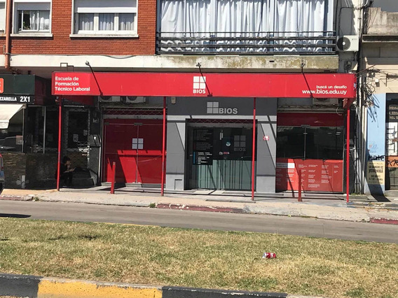 Amplio Local Comercial A Pasos De Montevideo Shopping