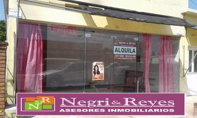 Atractivo Local A Media Cuadra De Av. Rio De La Plata
