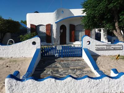 Casa Sobre El Espejo De Agua Del Río De La Plata