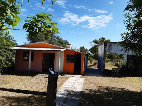 Casa De 2 Dormitorios, Living Comedor, Cocina Y Un Baño