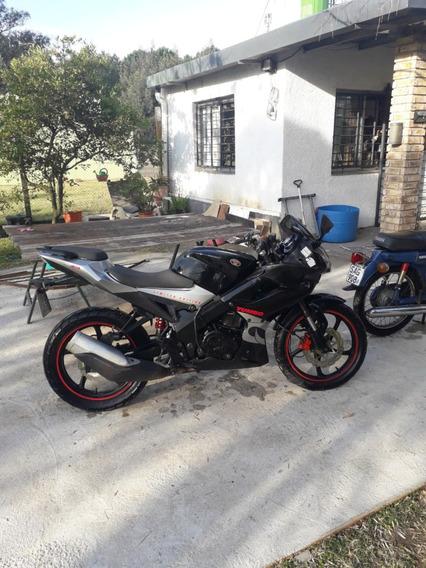 Yumbo R8 200 Color Negro