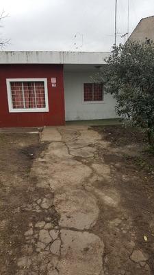 Inmobiliaria Alquila Casa En Barrio Villa Colon
