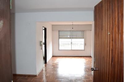 Apartamento Dos Dormitorios Y Box En Palermo