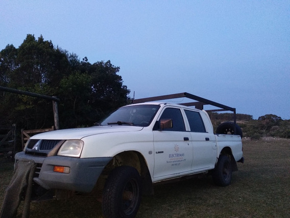 Camioneta Mitsubishi L200 2.5 Liso 4x2 2005 Doble Cabina