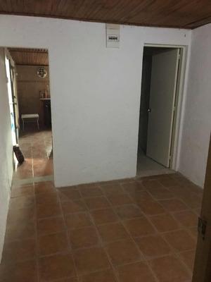Casita Tipo Apartamento Con Patio Cerrado