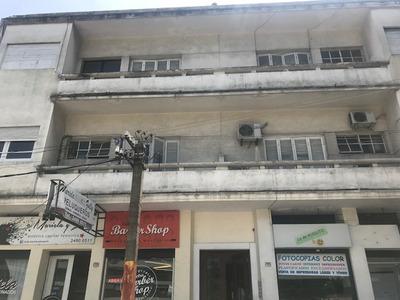 Apartamento De 2 Dormitorios Cerca Del Hospital De Clincas