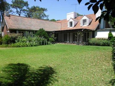 Alquiler Casa 6 Dormitorios, 5 Baños Carrasco