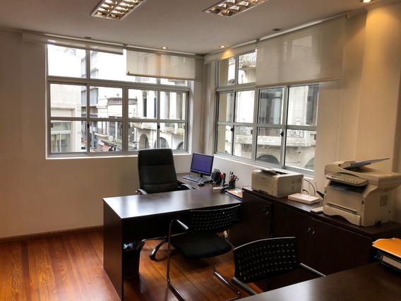 Oficina Luminosa En Lugar Privilegiado De Ciudad Vieja
