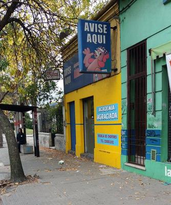 Locales Comerciales Sobre Avenida Agraciada. Con Vivienda.