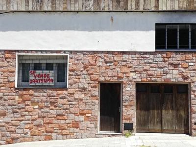 Casa De Dos Dormitorios Y Dos Baños Con Cochera.