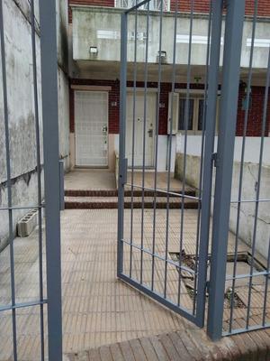 Se Alquila Apto Sin Gastos Comunes. 2 Dorm En Villa Española