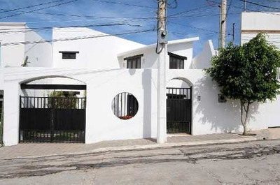 Casa Estilo Mediterráneo En La Privada Paraguay En Campeche