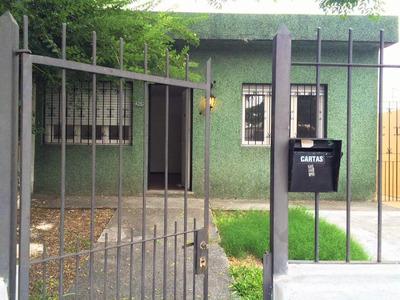 Linda Casa, 2 Dor, Jardín, Fondo, Parrilla. Barrio Arbolado.
