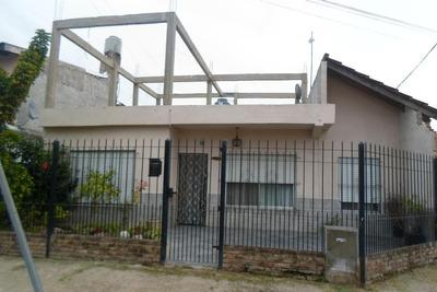 Casa En Esquina Jardín Al Frente, Entrada De Auto.