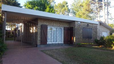 Muy Linda Casa Arbolada Tres Dormitorios, Dos Baños