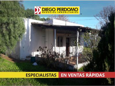 Casa En Venta 2 Dormitorios Y 4320², Montevideo.