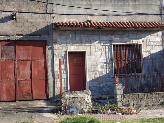 A Metros De Camino Maldonado Para Reciclar.