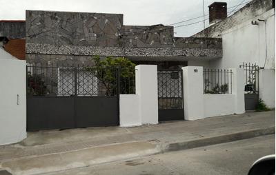 Casa 5 Ambientes, Muy Luminosa Y Segura Buen Estado, Cochera