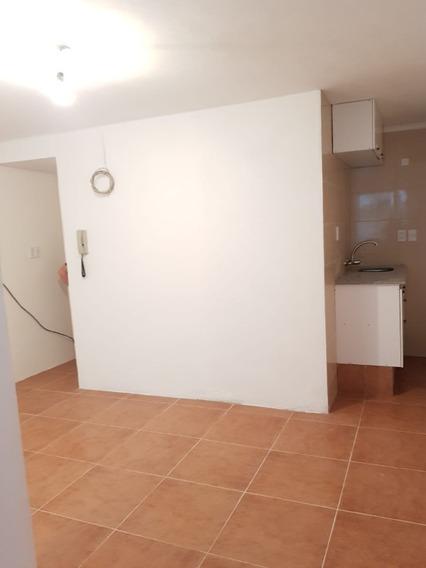 Monoambiente, En Uruguay Y Vazquez $ 12.000