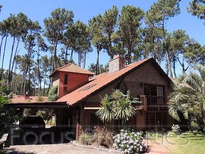 Hermosa Casa En Venta Y Alquiler Anual En Pinares, Piscina