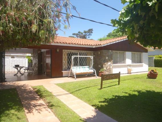 Casa De 2 Dormitorios Y Piscina En Atlantida 556at