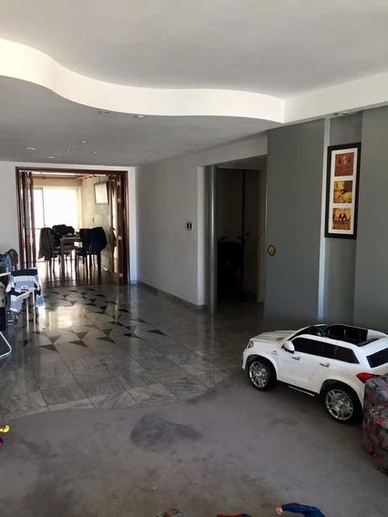 Dueño Alquila!!! Apartamento Tres Dormitorios Más Servicio.