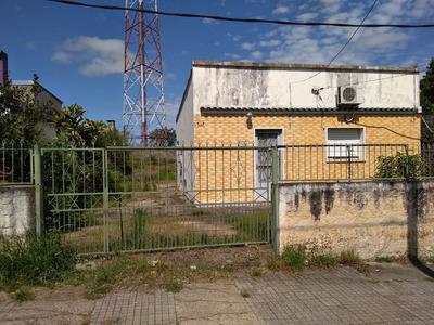 Casa 2 Dormitorios Con 2 Baños, Cochera, Galpon, Y Terreno!