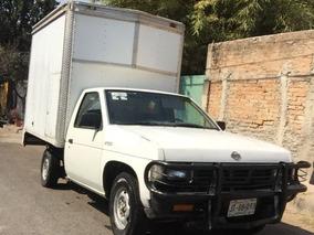 Nissan Pick-up Con Caja Seca Mod. Estacas Largo.