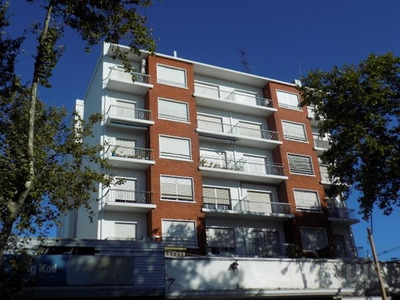 Excelente Apartamento Todo Al Frente Con Terraza Amplio