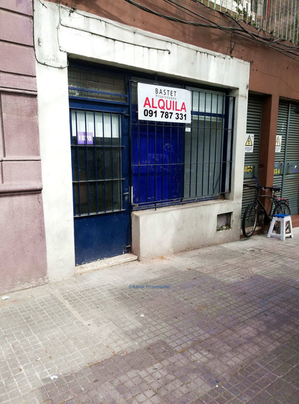 Local Comercial A Metros De Facultad, Sin Gastos Comunes,