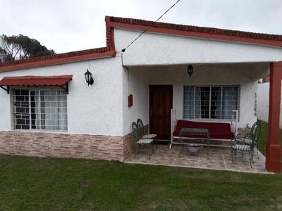 Casa De Dos Dormitorios A 1 Cuadra De La Playa