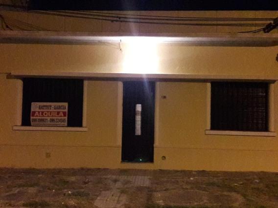 Casa De 3 Dormitorios En La Teja. 1 Cuadra De C. M. Ramirez